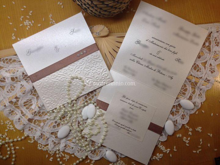 Invito elegante rilievi perle