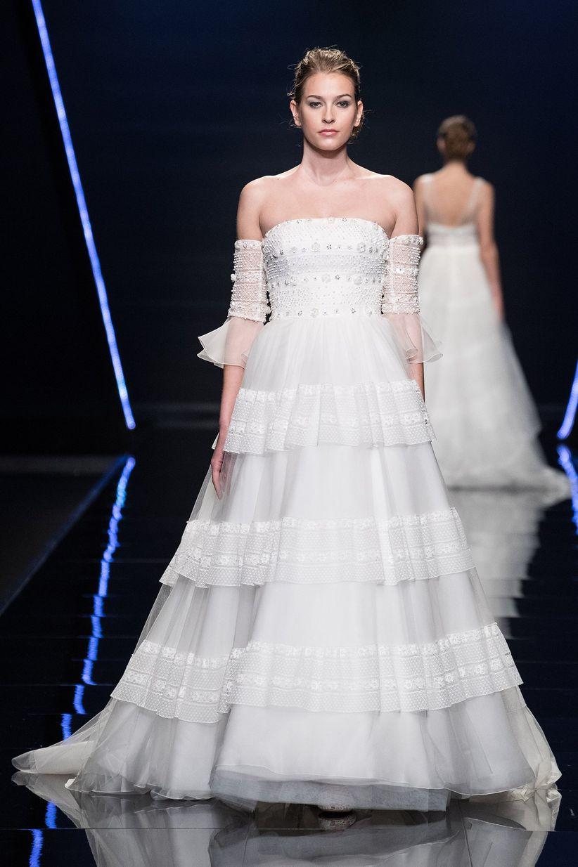 5a3c221d046e 61 abiti da sposa con volant  il trend del 2019