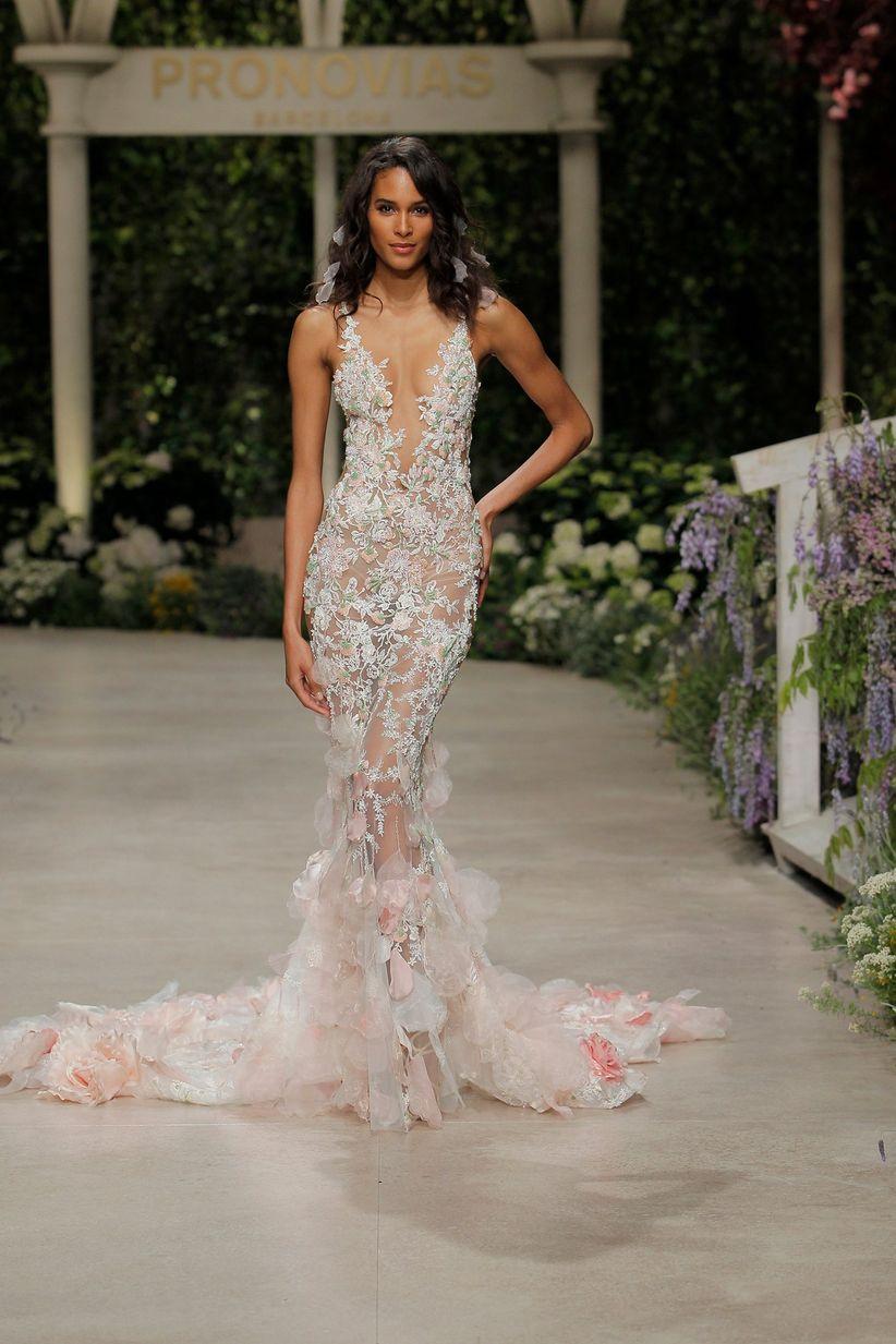 bf00aa10e47 La sfilata di abiti da sposa Pronovias 2019 inaugura la Barcelona ...