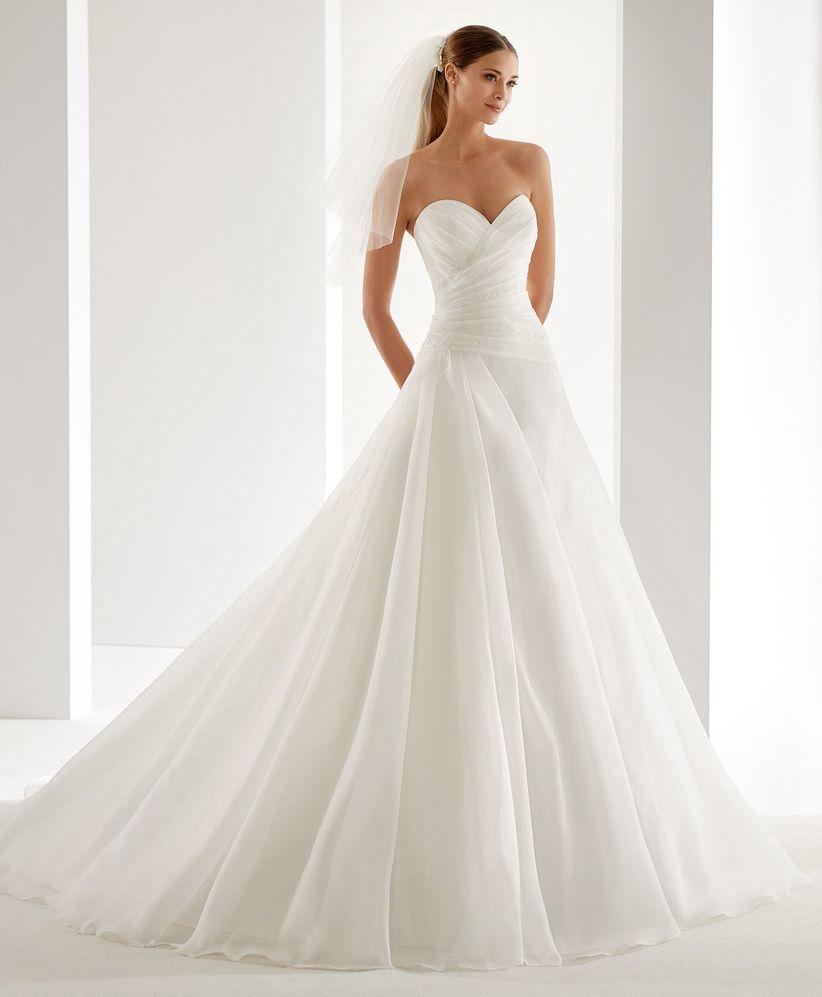 2c8d4913d7cd Abiti da sposa semplici  i 50 modelli più belli