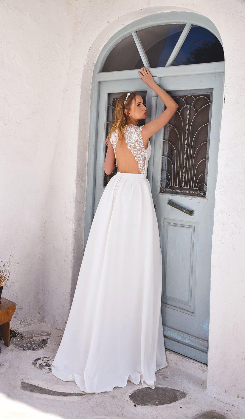 Sofisticata sensualità con gli abiti da sposa a schiena scoperta a003fc2c10f