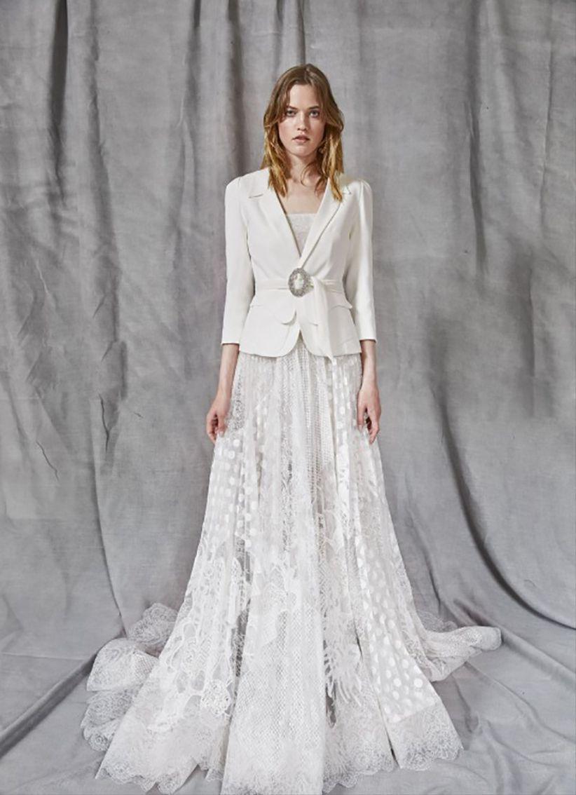 50c401c1e0e3 45 bellissimi abiti da sposa invernali  per risplendere nonostante ...