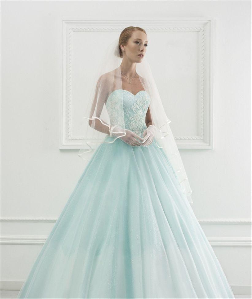 b02a1ee3b373 Abiti da sposa colorati  40 modelli per le personalità più audaci