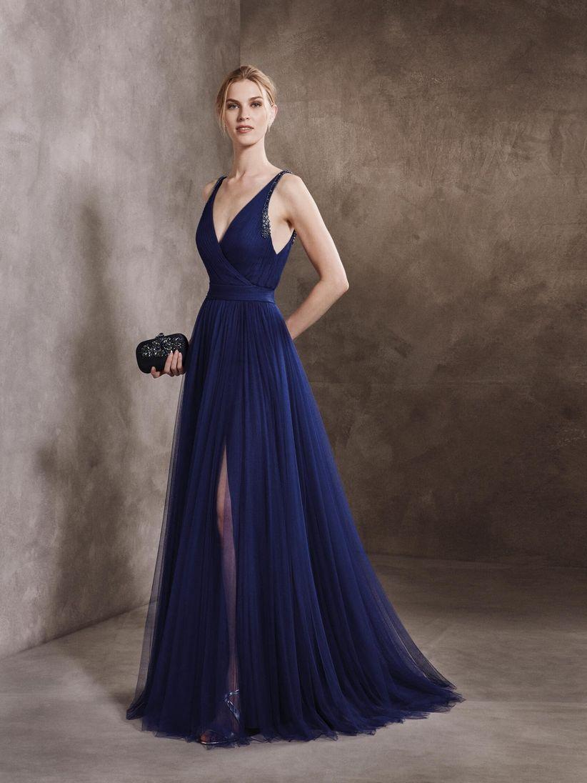 Colorate di blu il vostro look con questi 31 abiti per invitate di ... 230317f4fd2