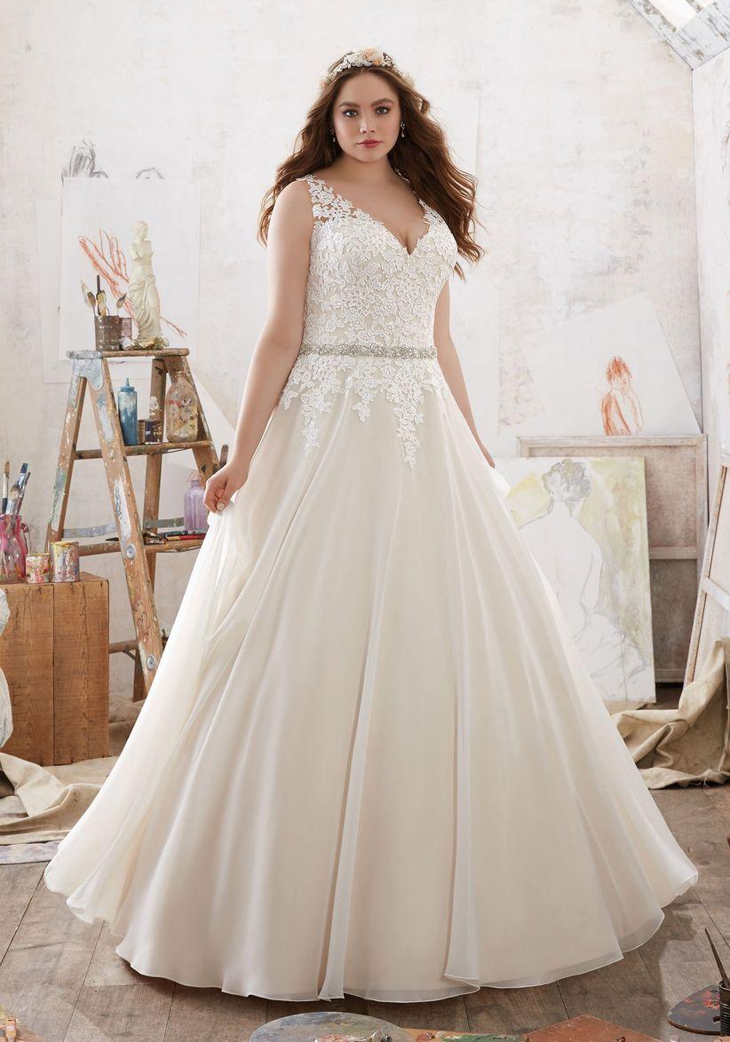 d2038e267042 32 abiti da sposa per taglie forti  scegliete il vostro total look ...