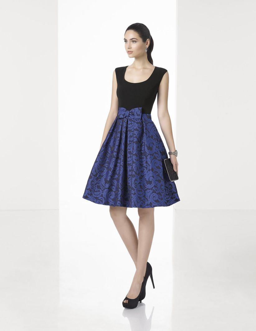 Colorate di blu il vostro look con questi 31 abiti per invitate di ... 28b63cb67100