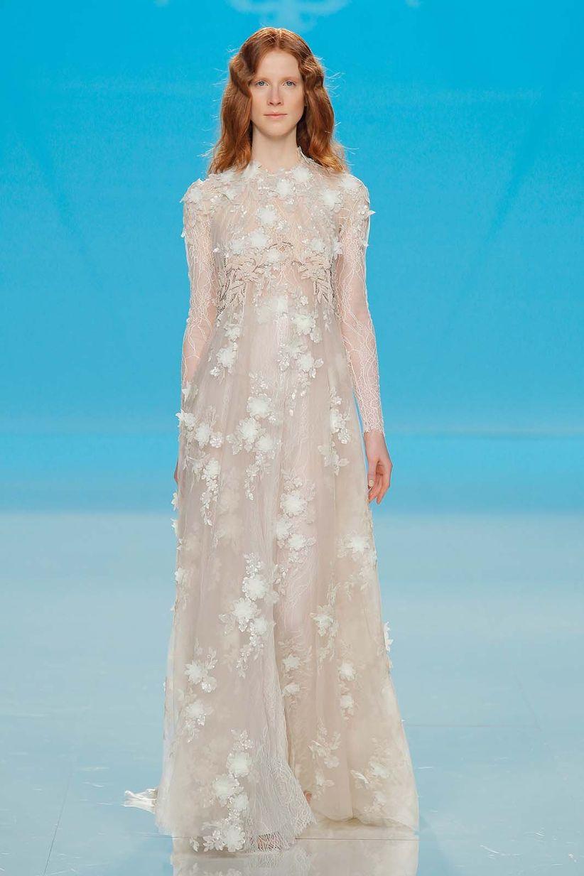 5eab78182acb 50 abiti da sposa in stile rendingote  una mise raffinata e sensuale