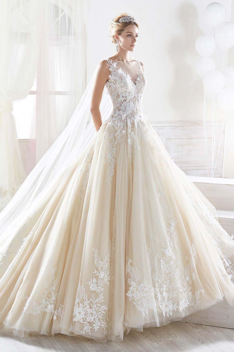40247ea76f8a Come Cenerentola  50 abiti da sposa stile principessa