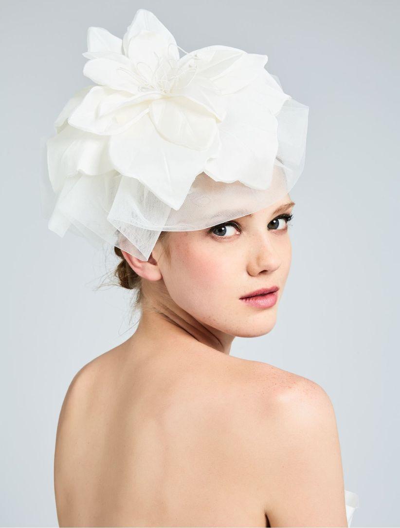 Regole di stile per indossare il cappello da sposa 63d306532a3d