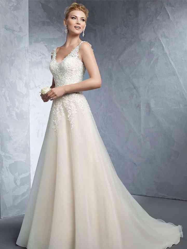 reputable site 209e5 3bb1c Abiti da sposa over 40: una galleria di 30 modelli per ...