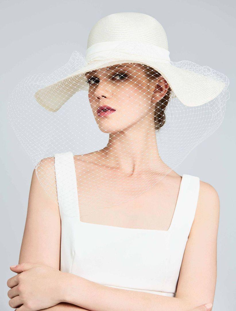 5d6131857bdf Regole di stile per indossare il cappello da sposa