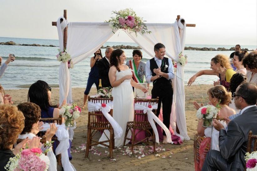Matrimonio Spiaggia Anzio : Cose che dovete sapere se vi sposate in spiaggia