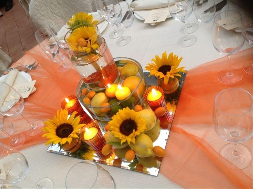 Tavolo Matrimonio Girasoli : Come decorare un tavolo rotondo il giorno delle nozze