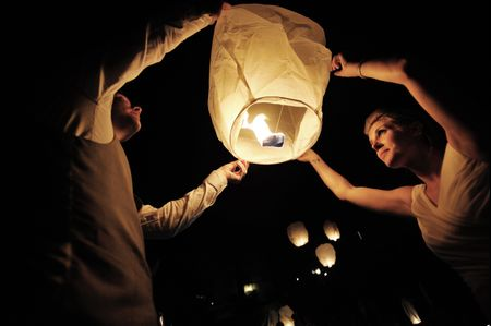 Lanterne volanti: quando i desideri si liberano nell'aria