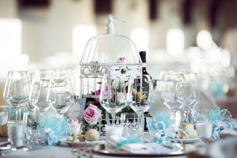 Decorazioni Matrimonio Azzurro : Come decorare un tavolo rotondo il giorno delle nozze