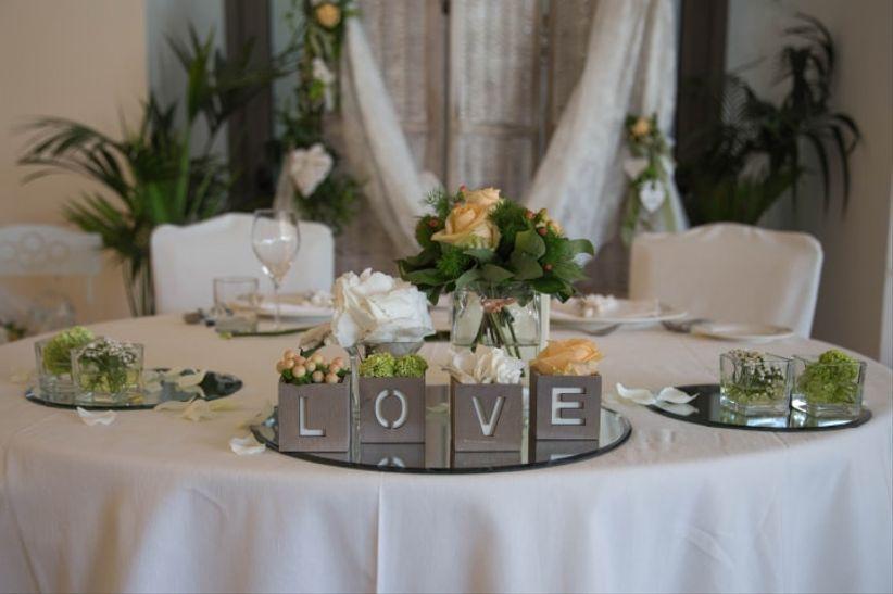 50 idee per la decorazione del tavolo degli sposi for Addobbi per promessa di matrimonio