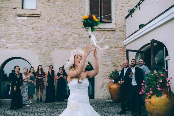Lancio Bouquet Sposa.Tutti I Segreti Sul Lancio Del Bouquet Da Sposa