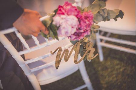 6 modi per addobbare le sedie degli sposi con i fiori