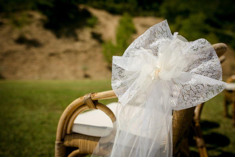 Matrimonio Fiori Girasole : Idee alternative per decorare le sedie della cerimonia