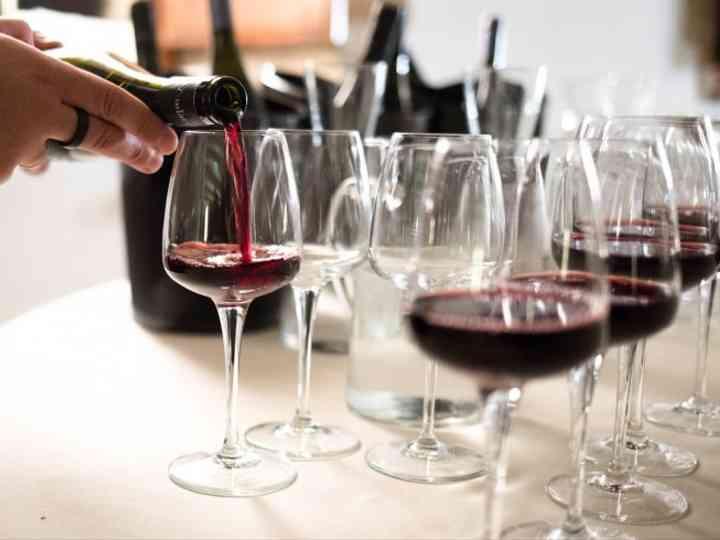 Consigli per scegliere il vino che servirete il giorno delle nozze: dall