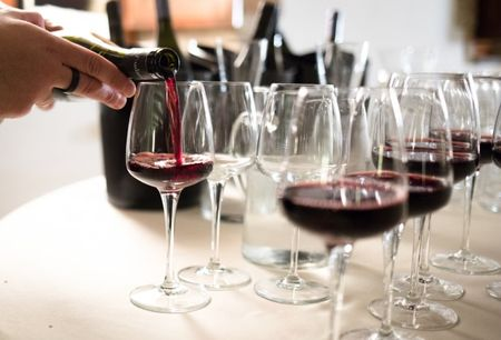 Consigli per scegliere il vino che servirete il giorno delle nozze: dall'aperitvo alla torta!
