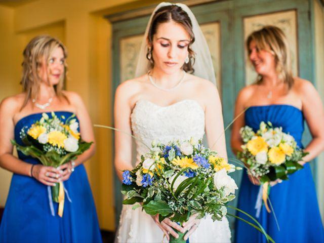 Colorate di blu il vostro look con questi 31 abiti per invitate di nozze!