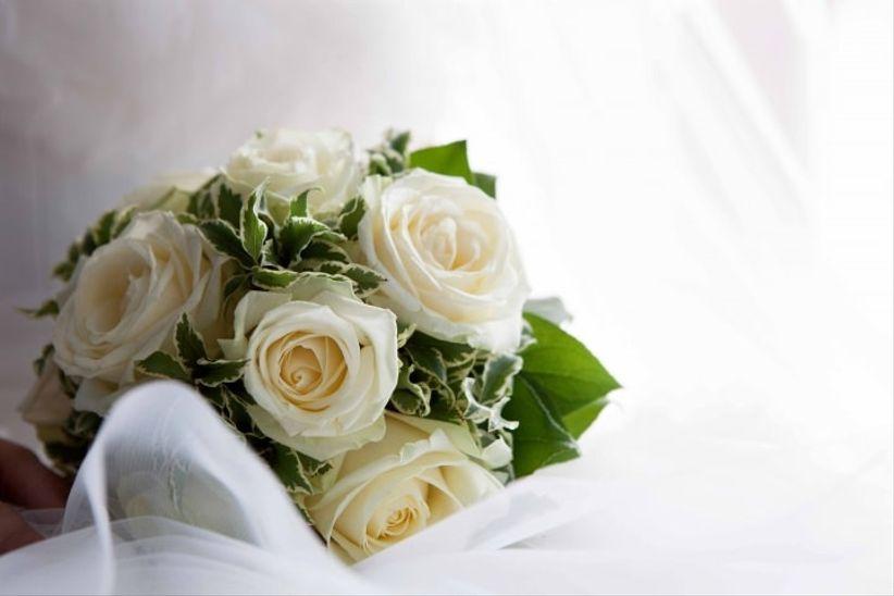 Matrimonio Girasoli E Rose Bianche : Bouquet per un matrimonio in inverno