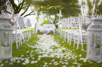 Idee alternative per decorare le sedie della cerimonia nuziale senza fiori