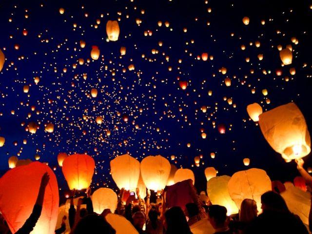6 buoni motivi per fare il lancio delle lanterne il giorno del matrimonio