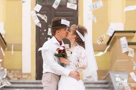 Chiedere i soldi come regalo per gli sposi