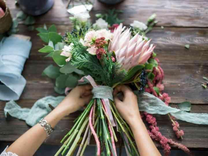 Come Fare Bouquet Sposa.Come Realizzare Un Bouquet Da Sposa Semplice E Personalizzarlo A