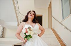 Spose Curvy: consigli per la scelta dell'abito e accessori