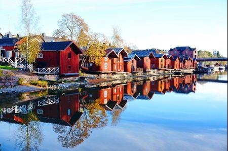 Luna di miele in Finlandia: dormire in un igloo sotto l'aurora boreale
