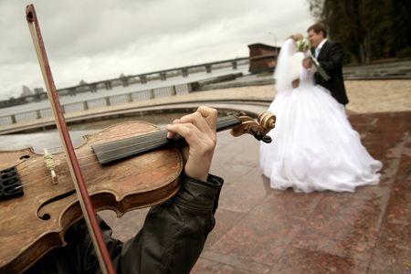 Come scegliere le canzoni per il video di nozze