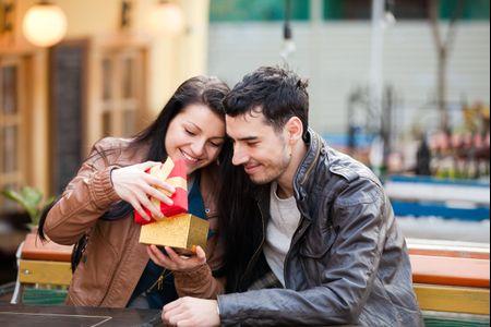 Consigli per il regalo dello sposo alla sposa