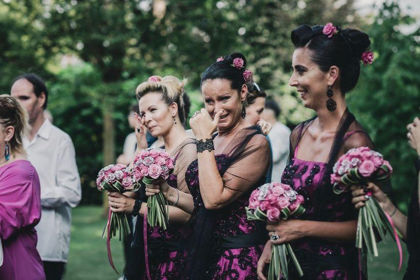 Risultati immagini per matrimonio sposa e damigella che piangono