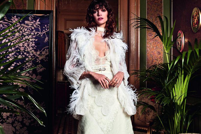 134b1f373fb1 Vestiti da sposa Yolan Cris  un viaggio all insegna del bohémien con ...