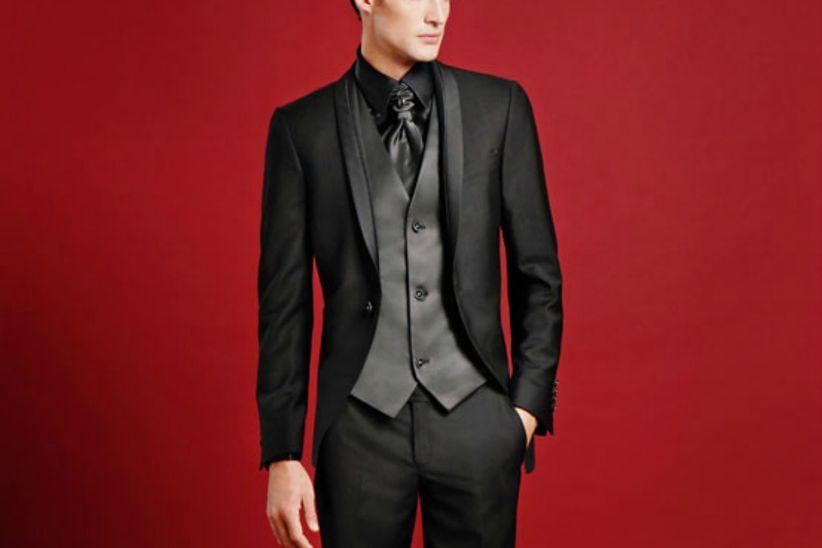 9797effd73d7 Come abbinare gli accessori in base alla scelta del vestito per lo sposo
