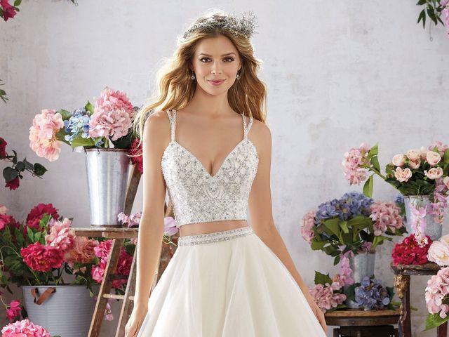 Abiti da sposa due pezzi  un bridal look innovativo per spose che amano  fare la 0076e4ba540