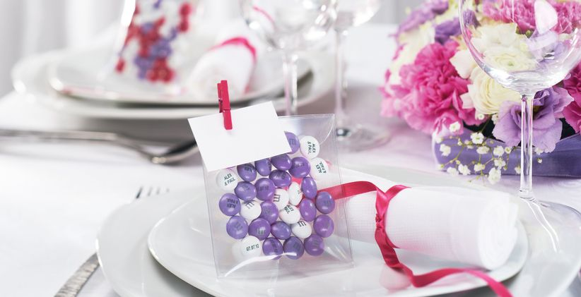 7 idee per decorare con m m 39 s le vostre dolcissime nozze. Black Bedroom Furniture Sets. Home Design Ideas