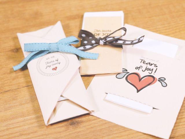 Lacrime di gioia: crea il tuo kit di fazzoletti grazie a questi fantastici video DIY!