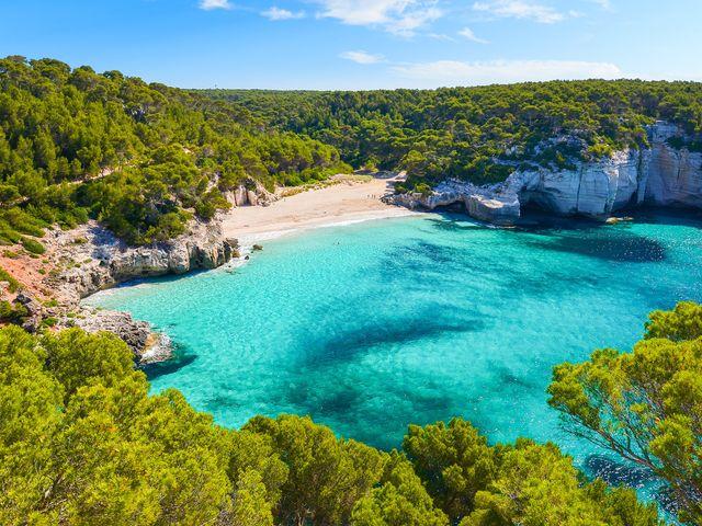 Natura, mare e buona cucina: un assaggio della vostra luna di miele a Minorca