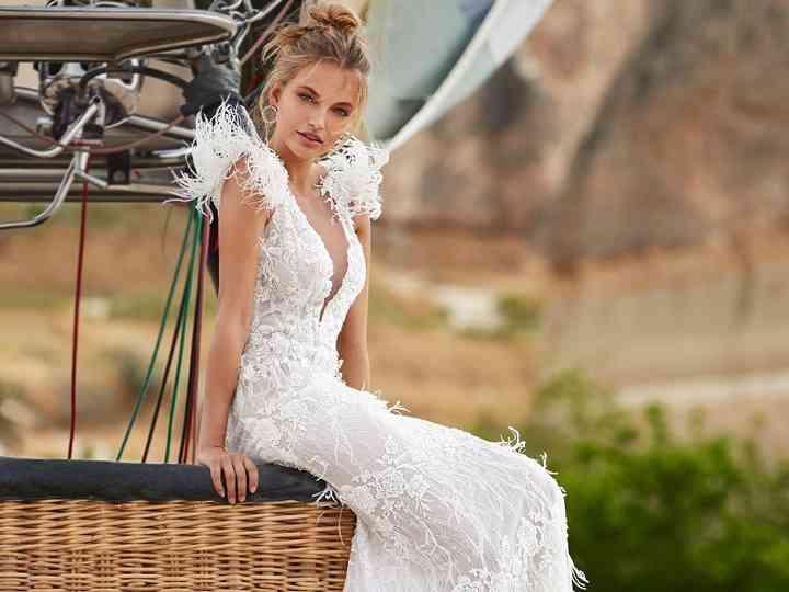 Abiti da sposa con piume: 9 imperdibili proposte