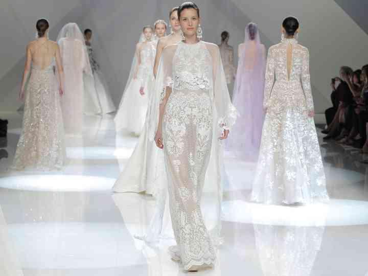 Vestiti Da Sposa 2018 Immagini.Vestiti Da Sposa 2018 Le Nuove Collezioni Della Barcelona Bridal