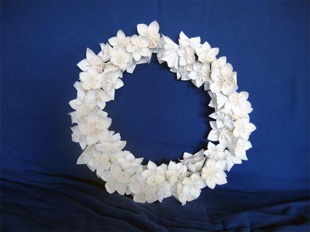 Corone con fiori di carta fai da te