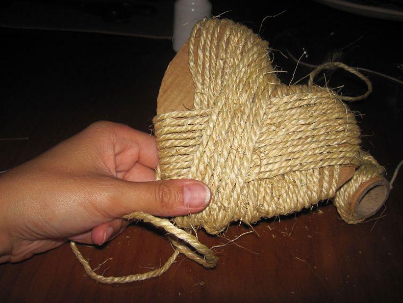 Posizionate ora il filo di cotone al centro del cuore come vedete