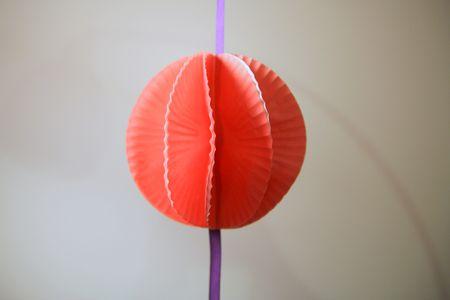 Tutorial pon-pon con stampini in carta per dolci