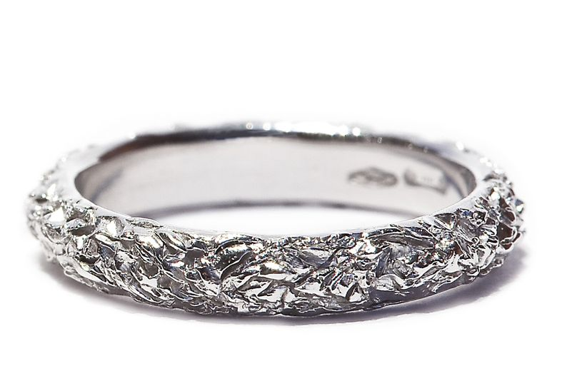 Fedi nuziali e anelli di fidanzamento non convenzionali