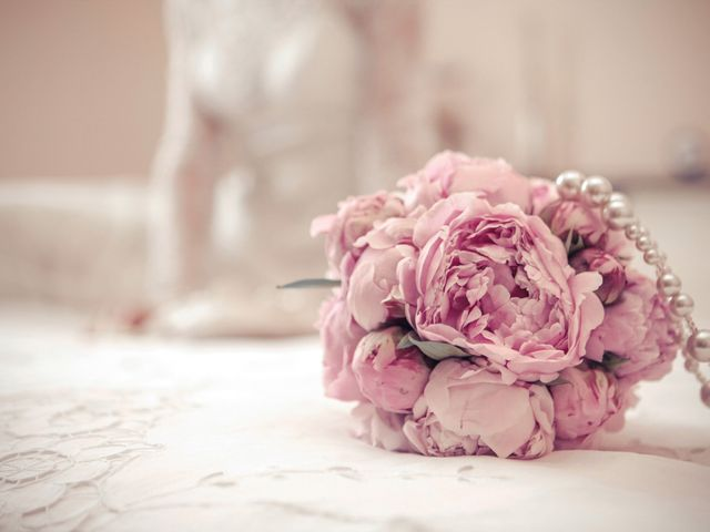 Matrimonio romantico con peonie: dalla cerimonia alla location con amore!