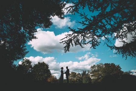 Engagement ring con un tocco d'azzurro: l'anello di fidanzamento per chi sogna un gioiello unico
